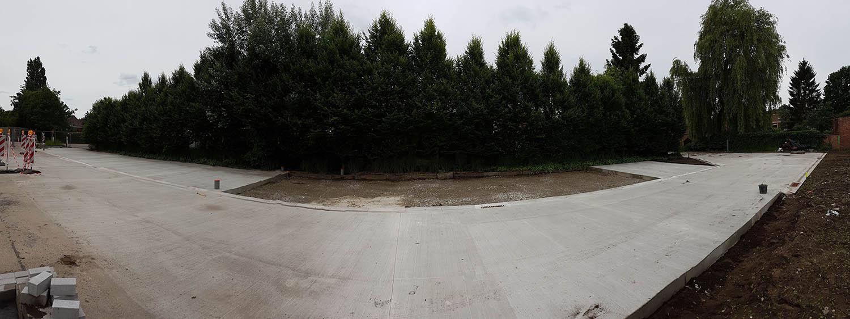 Gebezemde betonvloer buiten